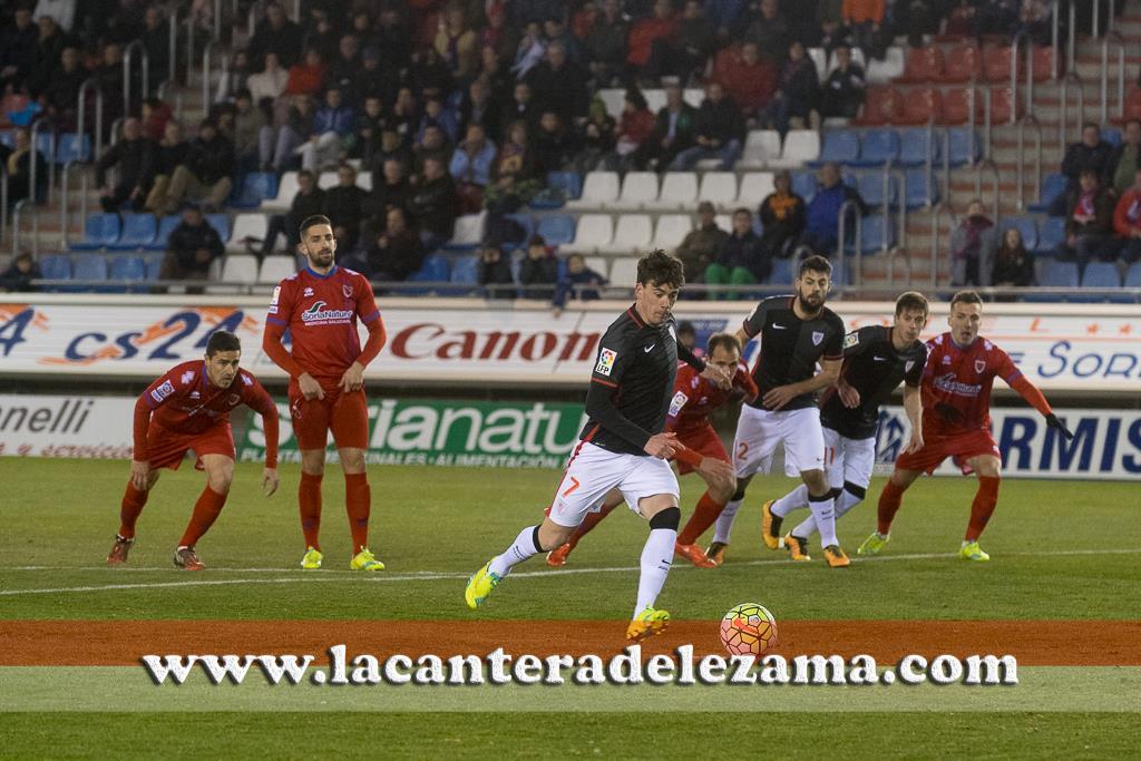 Guarrotxena anota el penalti ante el Numancia | Foto: Unai Zabaleta
