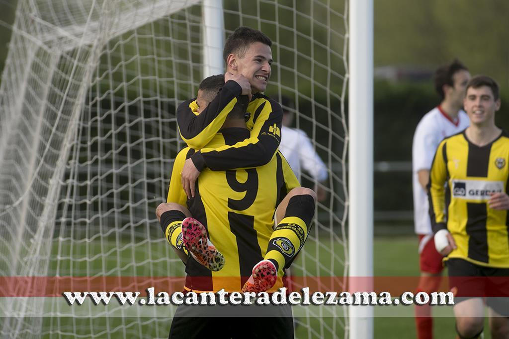 Guru celebra el primer gol del encuentro | Foto: Unai Zabaleta