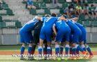 El equipo se arenga antes de empezar su primer partido de Liga en Gobela | Foto: Unai Zabaleta