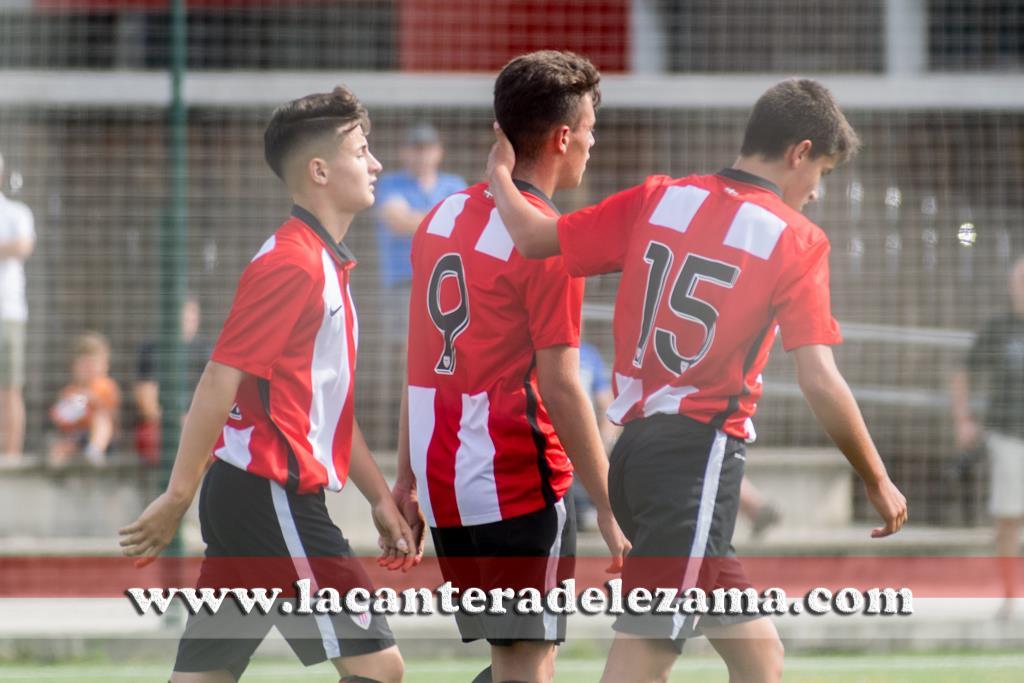 Rubén Azcona celebra un gol con sus compañeros | Foto: Unai Zabaleta