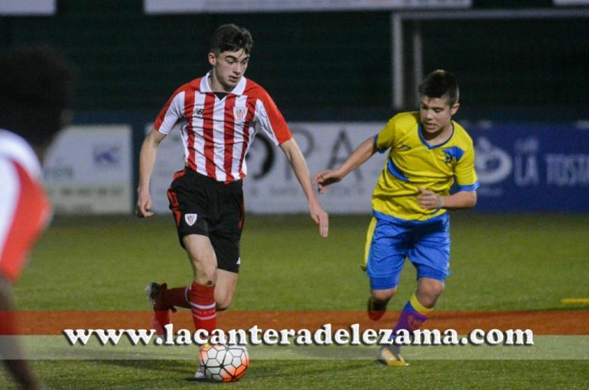 El Athletic Infantil A ante el Trapagaran | Foto: Unai Zabaleta
